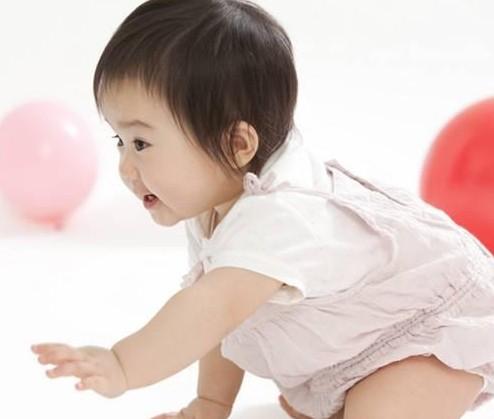 警惕!1岁多宝宝竟还不会爬行,医院检查结果令父母后悔莫及